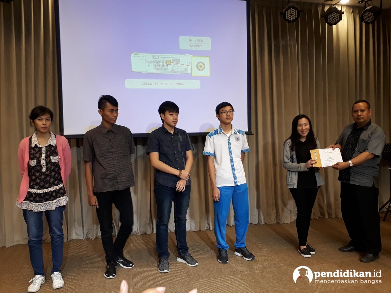 SMAN 4 Surabaya Juarai Final Kompetisi Tryout Online USBN Biologi Se-Kota 2018