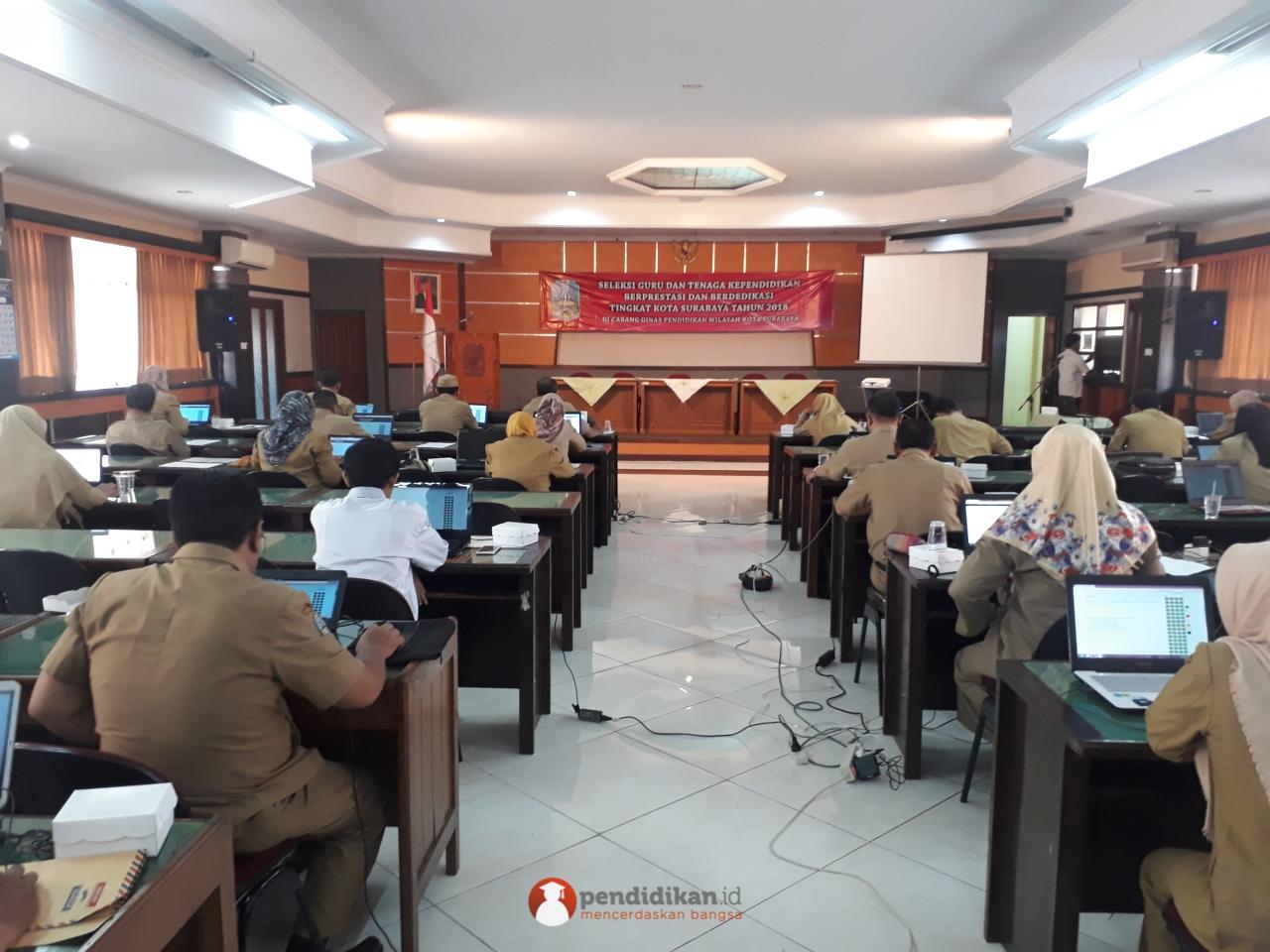 Ujian Seleksi Guru SMA/SMK Prestasi Se-Kota 2018 oleh Dinas Pendidikan Kota Surabaya Bersama Pendidikan.id