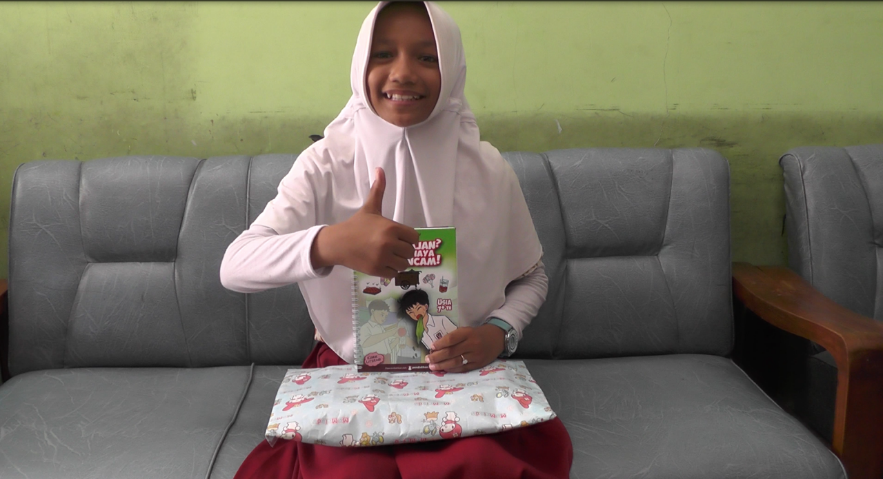 Hadiah untuk Lima Siswi Calon Komikus dari SDN Bulak Banteng 01 Surabaya