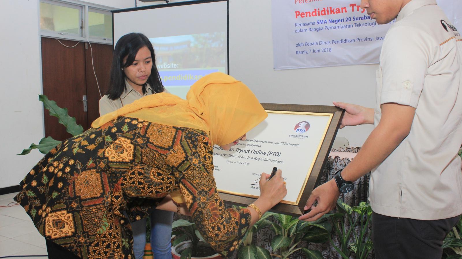 Peresmian Penggunaan Aplikasi PTO (Pendidikan Tryout Online) Bersama SMAN 20 Surabaya