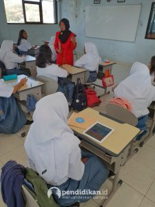 SMA Labschool surabaya pembelajaran berbasis digital