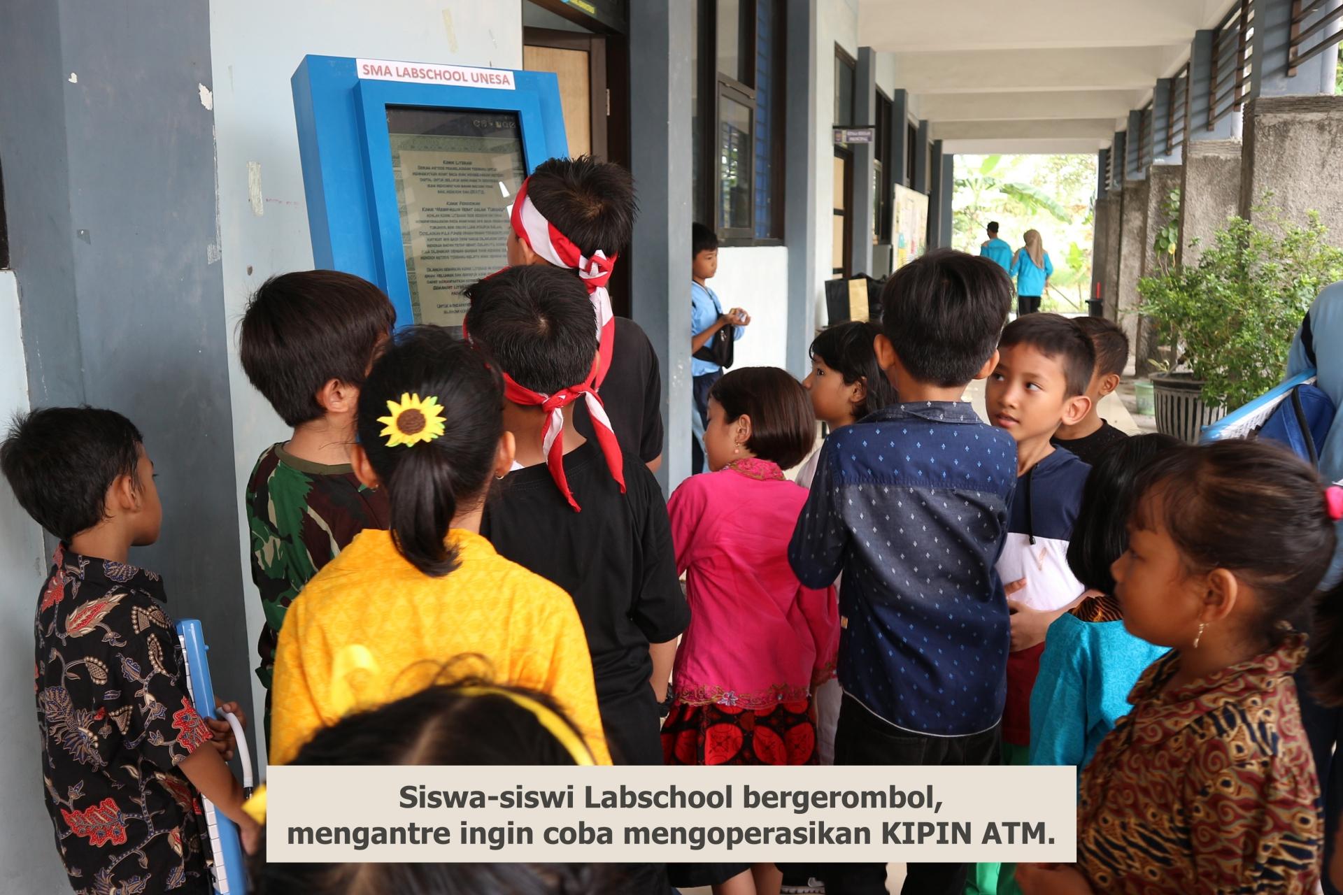 Antusiasme Siswa Belajar dengan KIPIN ATM Warnai Acara Hari Pahlawan di Labschool Surabaya