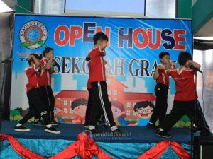 pertunjukan wushu SD Gracia Surabaya
