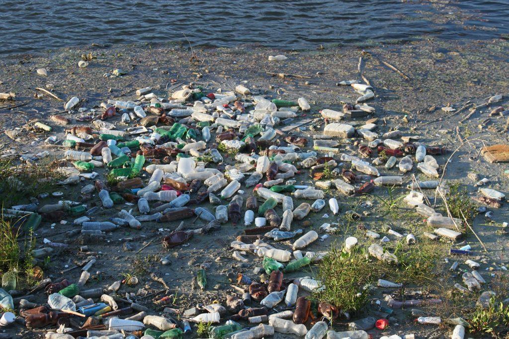 sampah plastik pencemaran lingkungan