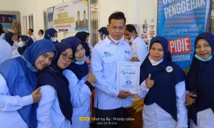 Supriadi Bersama Rekan Guru di Acara Temu Karya Guru Penggerak Angkatan 1 Kab. Pidie, Aceh