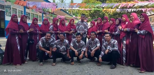 Supriadi Bersama Rekan Guru SDN TGK Laweung, Kabupaten Pidie, Aceh