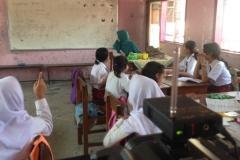 anak-sekolah-dasar-di-kelas