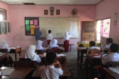kegiatan-mengajar-sd-tritunggal-surabaya