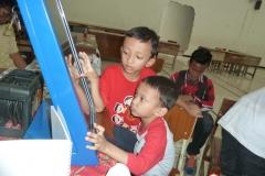 kios-pintar-membantu-pelajar-indonesia-mendapatkan-pembelajaran-tambahan-untuk-meningkatkan-pengetahuan-sekolah06