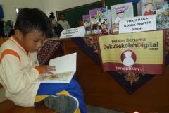 membaca-komik-pendidikan-bacaan-literasi-indonesia01