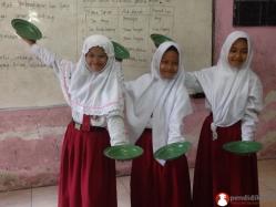 siswa-sd-mempelajari-tarian-tradisional