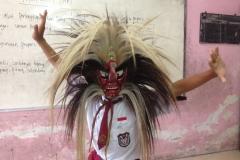 tari-tradisional-indonesia-diperagakan-anak-sd