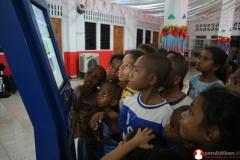 anak-anak-antusias-belajar-bersama-kipin-yang-memiliki-ribuan-buku-dan-latihan-soal