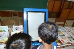 anak-anak-bersama-kios-pintar-pendidikan-digital-indonesia03