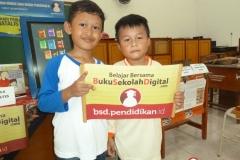 belajar-menggunakan-buku-sekolah-digital01