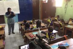 kegiatan-belajar-siswa-SD-surabaya18