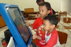 kios-pintar-membantu-pelajar-indonesia-mendapatkan-pembelajaran-tambahan-untuk-meningkatkan-pengetahuan-sekolah01