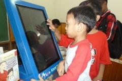 kios-pintar-membantu-pelajar-indonesia-mendapatkan-pembelajaran-tambahan-untuk-meningkatkan-pengetahuan-sekolah02