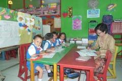 pelajar-tk-membaca-komik-literasi-anak-seri-moral-dan-kesehatan03