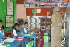 pelajar-tk-membaca-komik-literasi-anak-seri-moral-dan-kesehatan05
