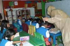 pelajar-tk-membaca-komik-literasi-anak-seri-moral-dan-kesehatan07