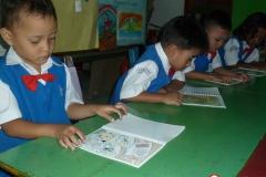 pelajar-tk-membaca-komik-literasi-anak-seri-moral-dan-kesehatan09