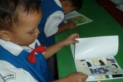 pelajar-tk-membaca-komik-literasi-anak-seri-moral-dan-kesehatan10