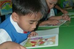 pelajar-tk-membaca-komik-literasi-anak-seri-moral-dan-kesehatan14