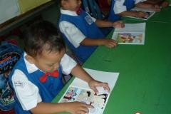 pelajar-tk-membaca-komik-literasi-anak-seri-moral-dan-kesehatan15