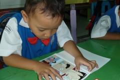 pelajar-tk-membaca-komik-literasi-anak-seri-moral-dan-kesehatan16