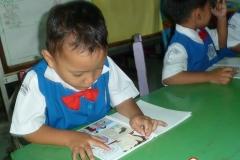 pelajar-tk-membaca-komik-literasi-anak-seri-moral-dan-kesehatan17