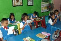 pelajar-tk-membaca-komik-literasi-anak-seri-moral-dan-kesehatan18
