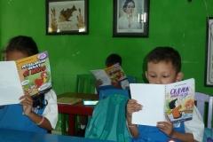 pelajar-tk-membaca-komik-literasi-anak-seri-moral-dan-kesehatan19