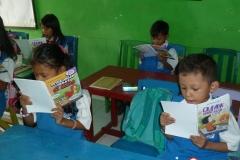 pelajar-tk-membaca-komik-literasi-anak-seri-moral-dan-kesehatan20