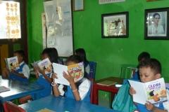 pelajar-tk-membaca-komik-literasi-anak-seri-moral-dan-kesehatan21
