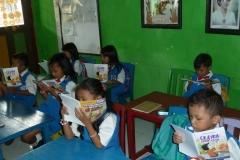 pelajar-tk-membaca-komik-literasi-anak-seri-moral-dan-kesehatan22