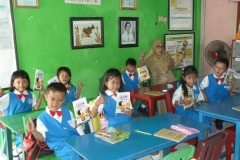 pelajar-tk-membaca-komik-literasi-anak-seri-moral-dan-kesehatan31