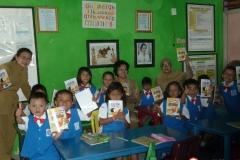 pelajar-tk-membaca-komik-literasi-anak-seri-moral-dan-kesehatan33