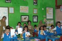 pelajar-tk-membaca-komik-literasi-anak-seri-moral-dan-kesehatan34