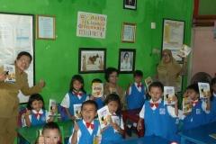 pelajar-tk-membaca-komik-literasi-anak-seri-moral-dan-kesehatan35