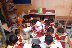 pelajar-tk-membaca-komik-literasi-anak-seri-moral-dan-kesehatan37