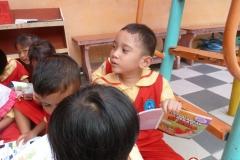 pelajar-tk-membaca-komik-literasi-anak-seri-moral-dan-kesehatan43