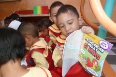pelajar-tk-membaca-komik-literasi-anak-seri-moral-dan-kesehatan44