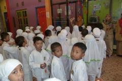 pelajar-tk-membaca-komik-literasi-anak-seri-moral-dan-kesehatan48