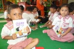 pelajar-tk-membaca-komik-literasi-anak-seri-moral-dan-kesehatan64