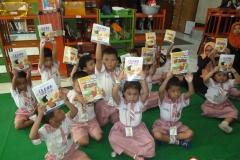pelajar-tk-membaca-komik-literasi-anak-seri-moral-dan-kesehatan65