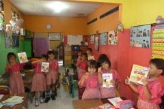 pelajar-tk-membaca-komik-literasi-anak-seri-moral-dan-kesehatan74