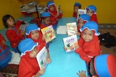pelajar-tk-membaca-komik-literasi-anak-seri-moral-dan-kesehatan88