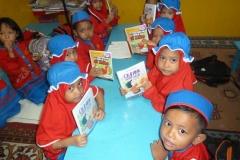 pelajar-tk-membaca-komik-literasi-anak-seri-moral-dan-kesehatan89