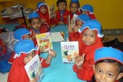 pelajar-tk-membaca-komik-literasi-anak-seri-moral-dan-kesehatan90